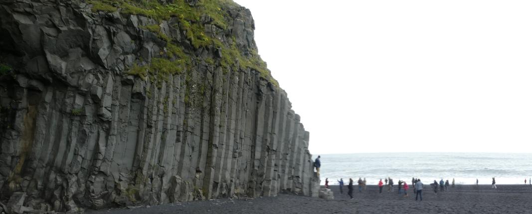 Islands schwarzer Sandstrand